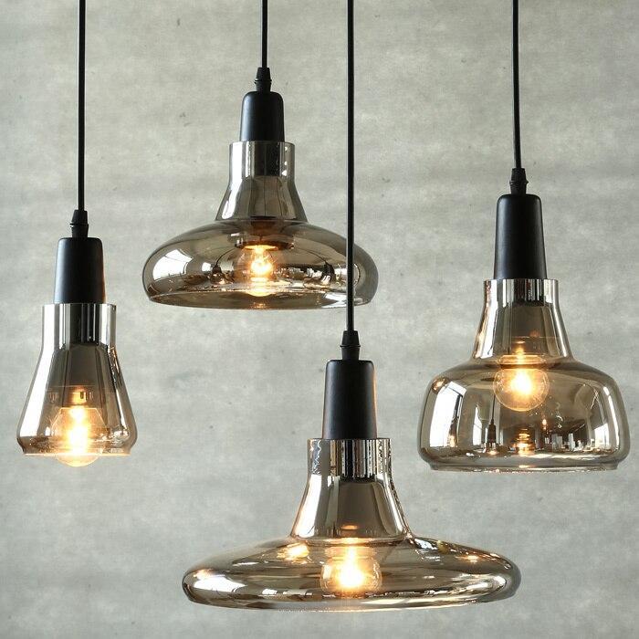 Moderne Lampe über Esstisch