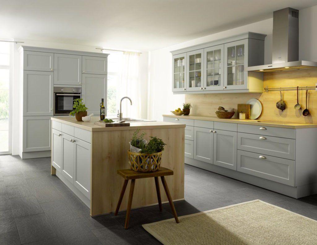 Moderne Landhausküche Mit Kochinsel