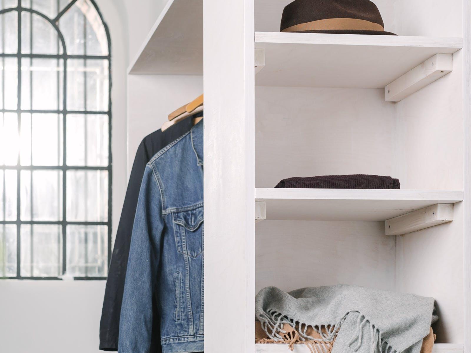 Offener Kleiderschrank Kleines Zimmer