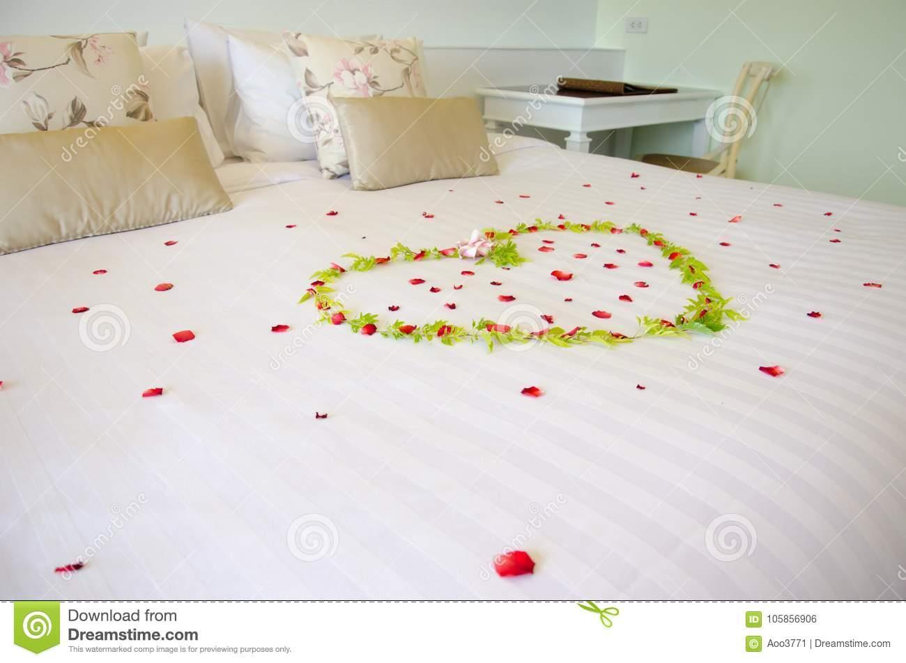 Romantisches Bett Mit Rosen