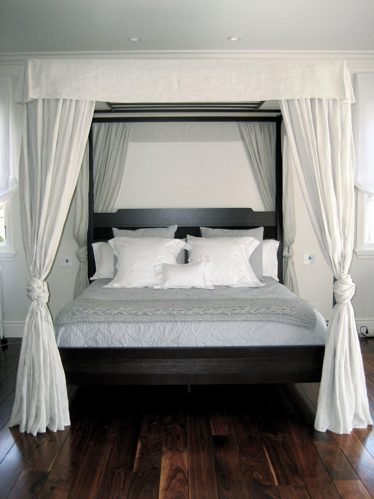 Schlafzimmer Himmelbett Vorhang