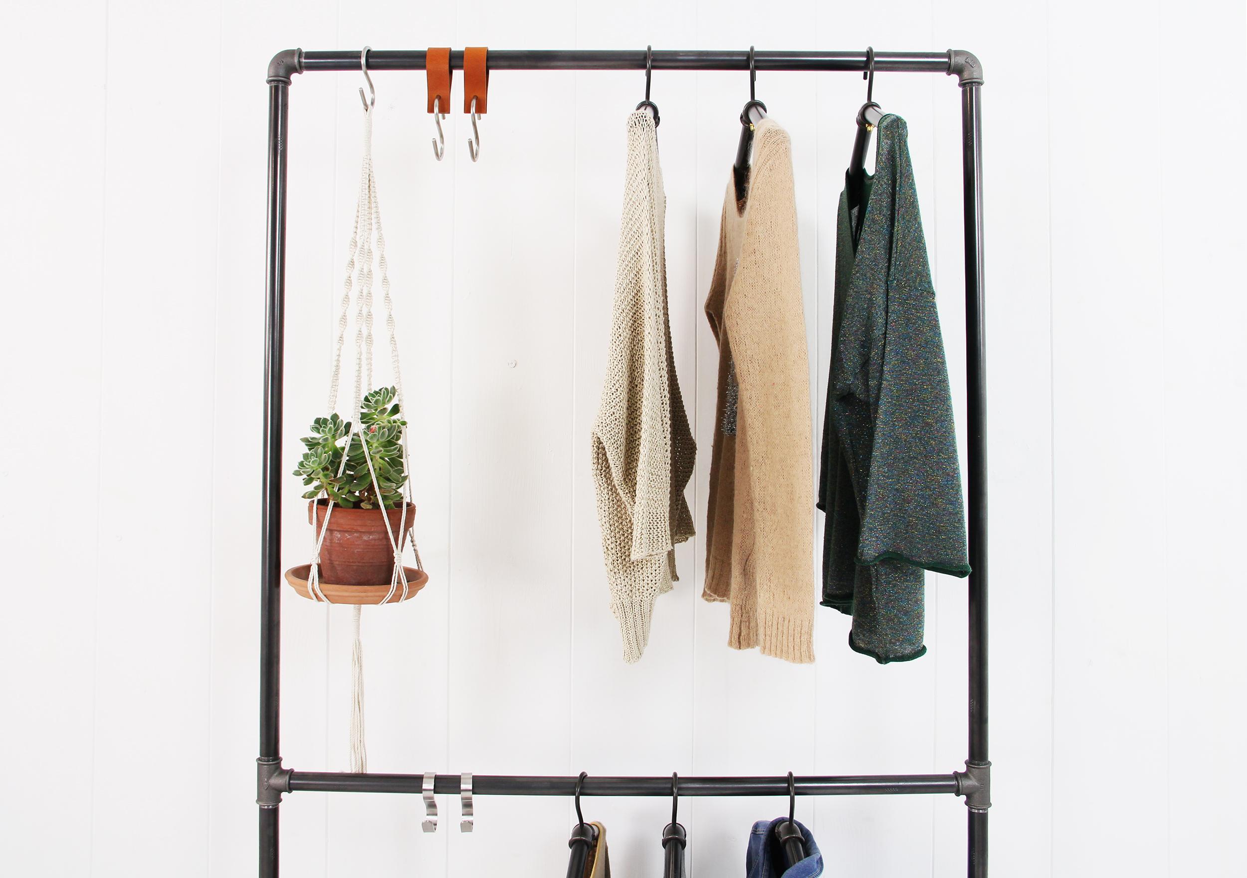 Schlafzimmer Offene Kleiderstange
