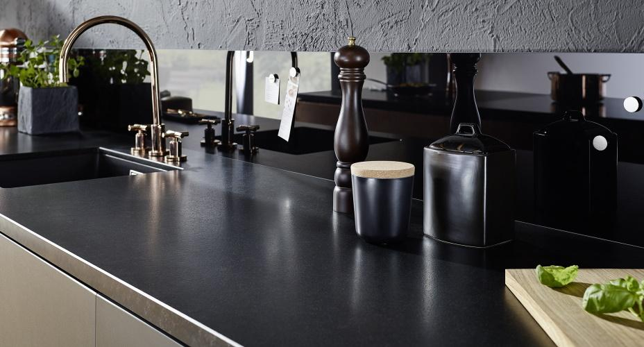 Schwarze Küche Matt