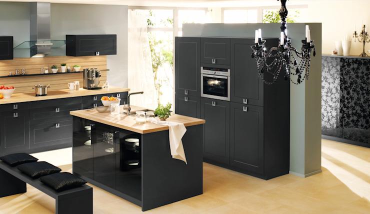 Schwarze Küche Mit Holz