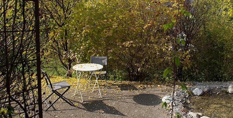 Sitzplatz Garten Kies