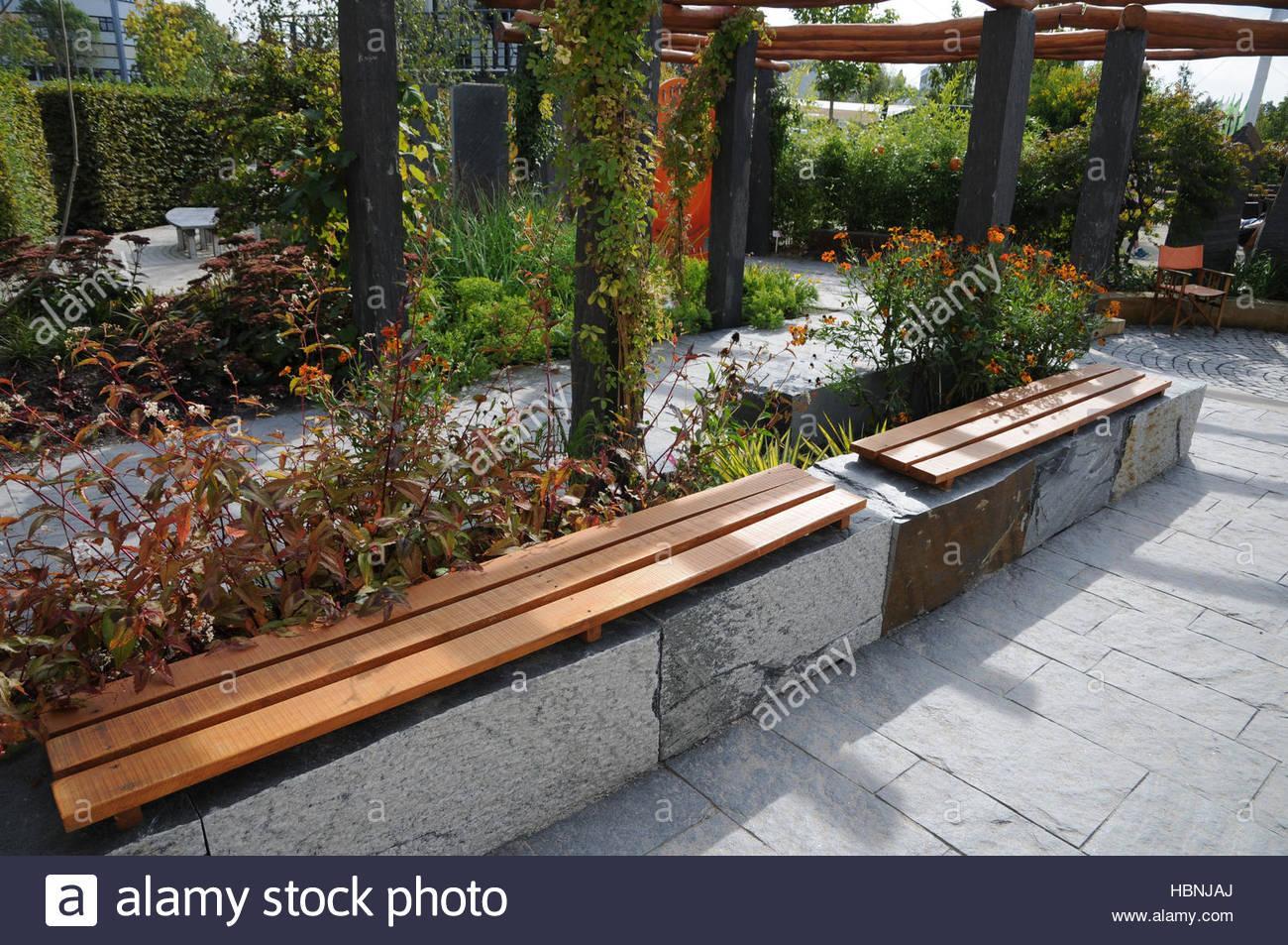 Stein Und Holz Im Garten
