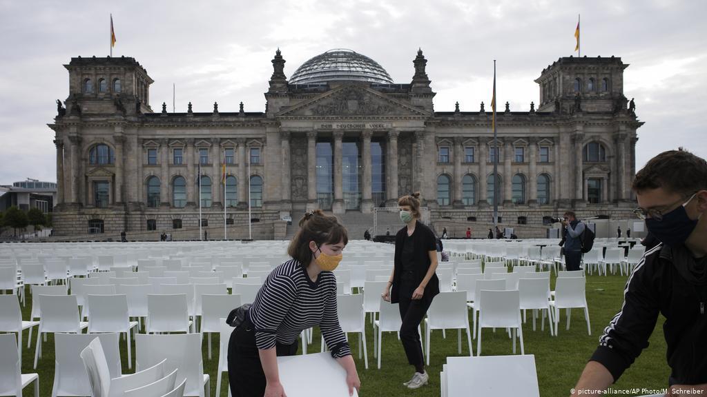 Weiße Stühle Bundestag