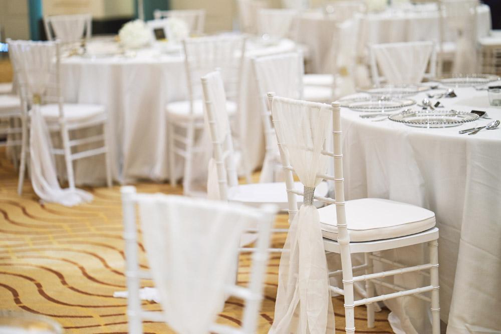 Weiße Stühle Hochzeit