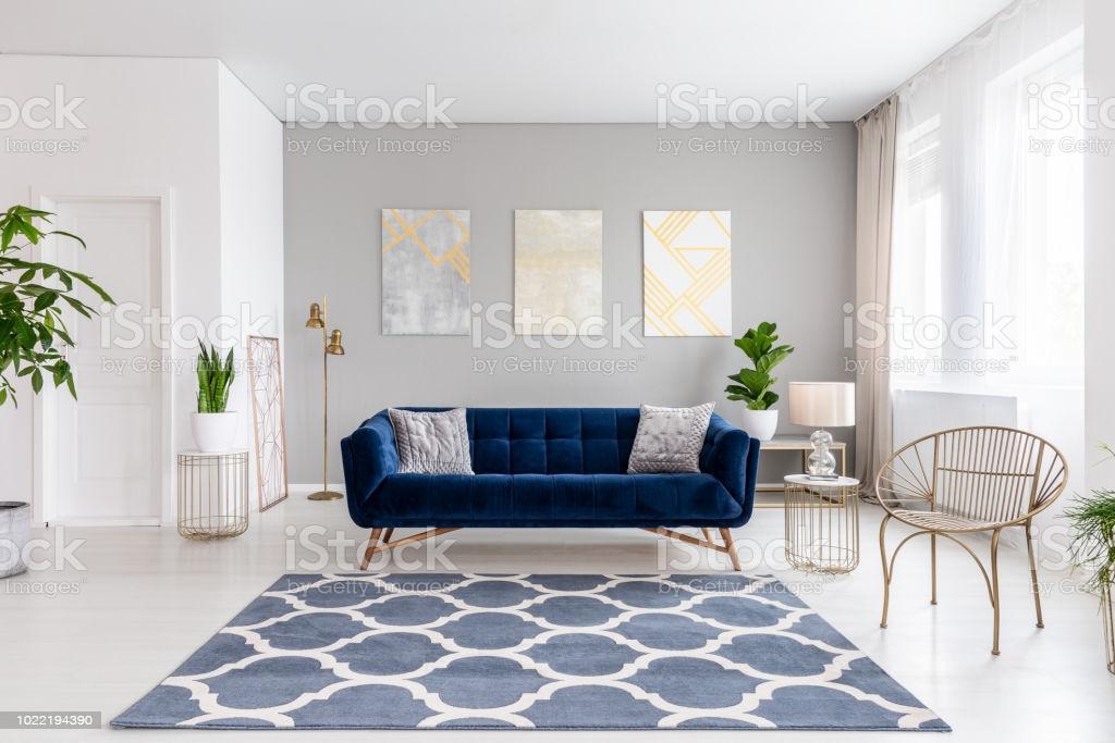 Wohnzimmer Blaue Couch