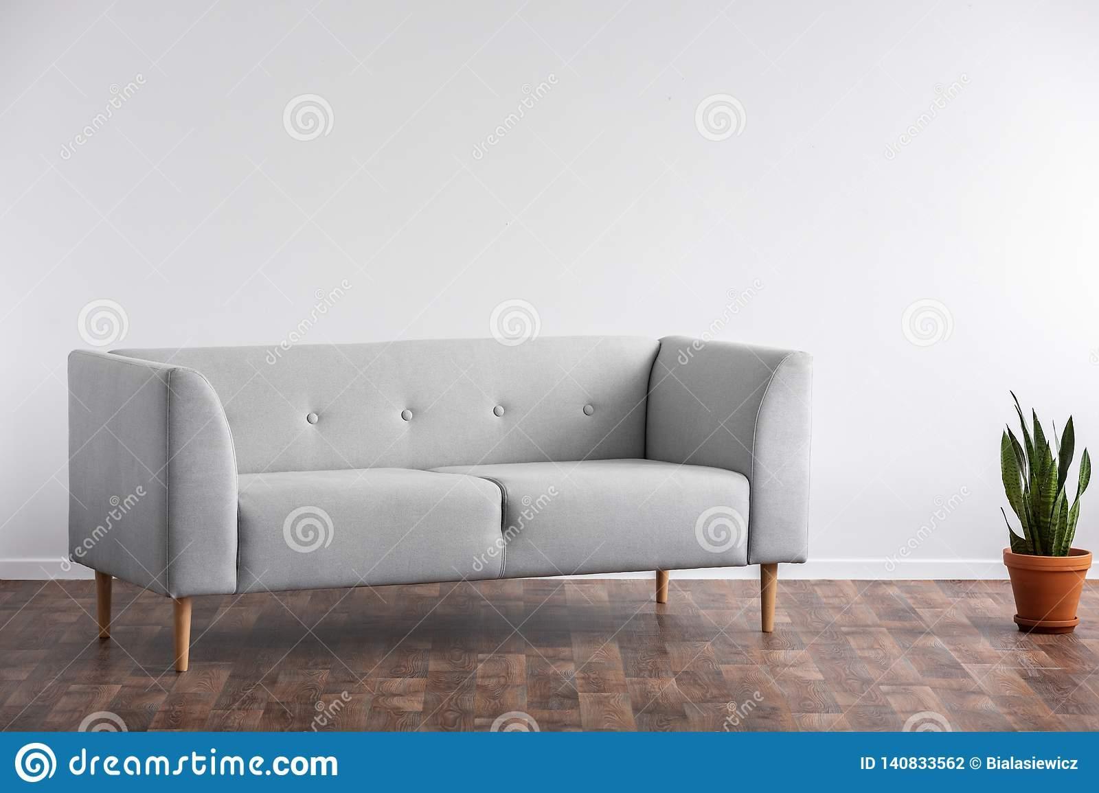 Wohnzimmer Graues Sofa