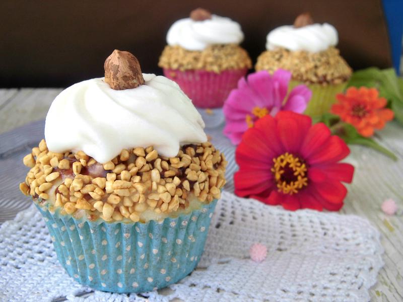 cupcake al cioccolato con granella di nocciole
