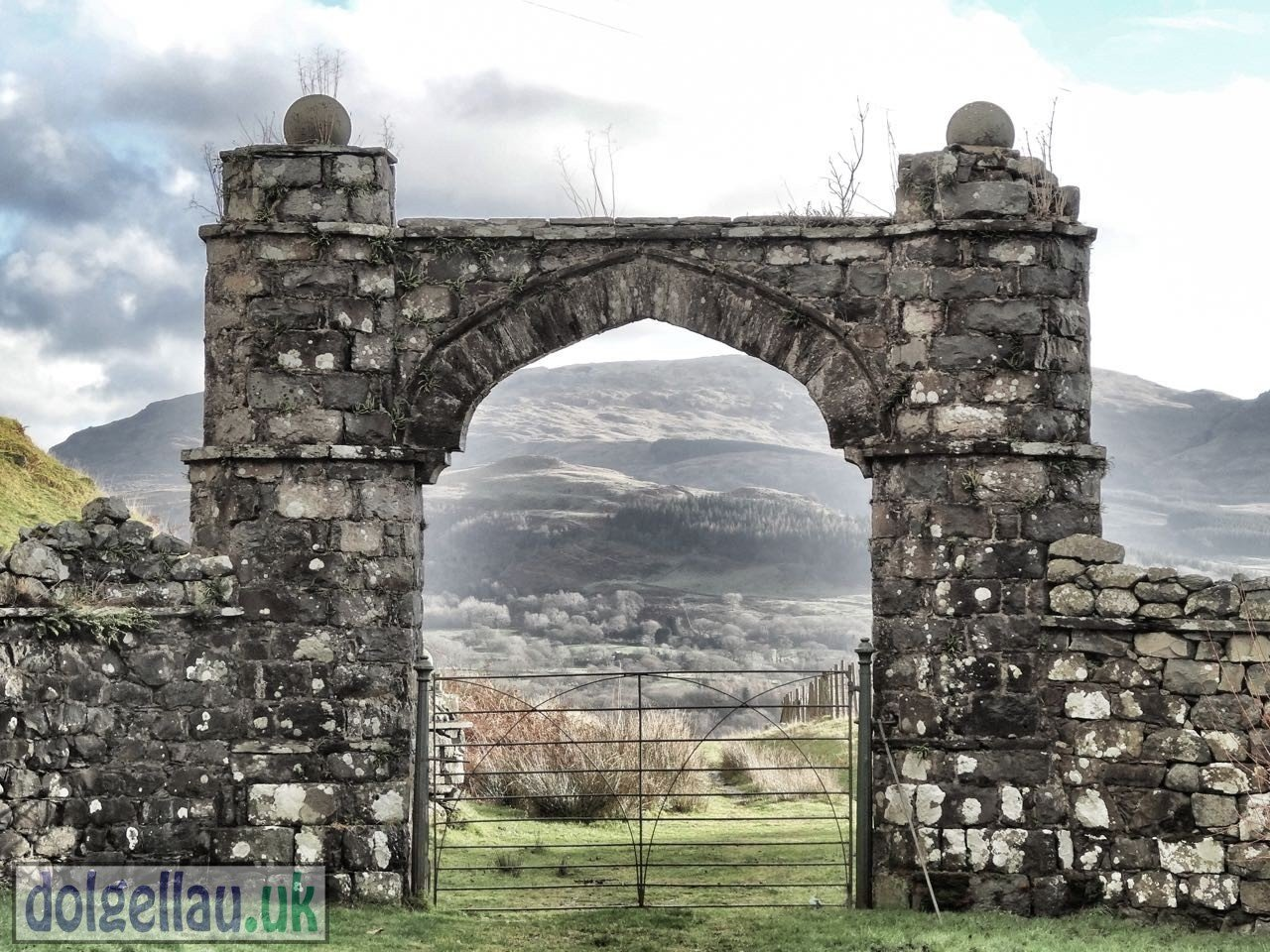 Hywel Sele Lodge Arch