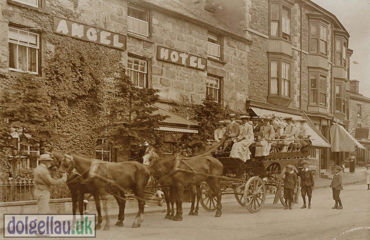Outside The Angel Hotel in 1905
