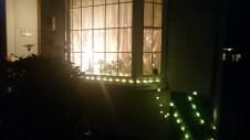 2棟ある、奥の建物です 夜のイメージ写真