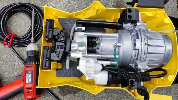ケルヒャーの高圧洗浄機K2.900から激しい水漏れ。なんとかDIYで直したい。