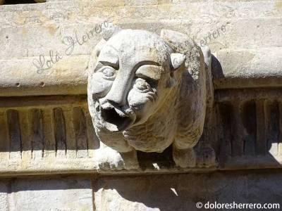 Gárgola-de-la-Casa-de-las-Conchas-(Salamanca)-(1)