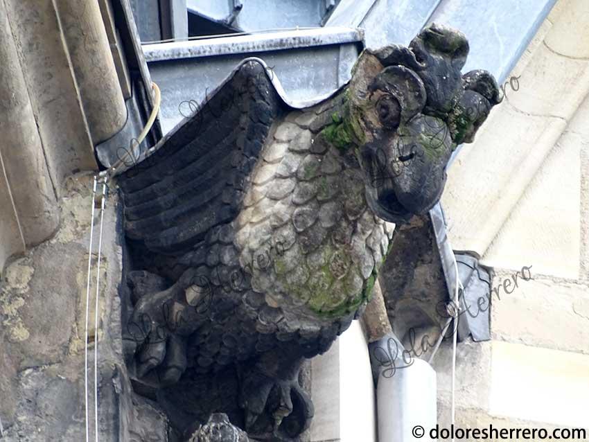 águila en gárgolas