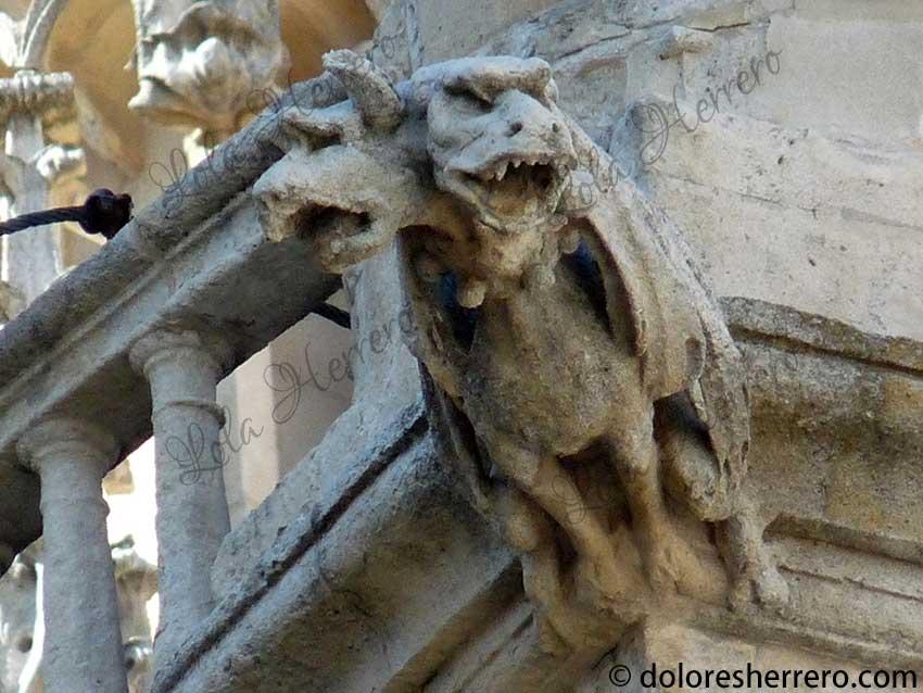 demonio en gárgolas