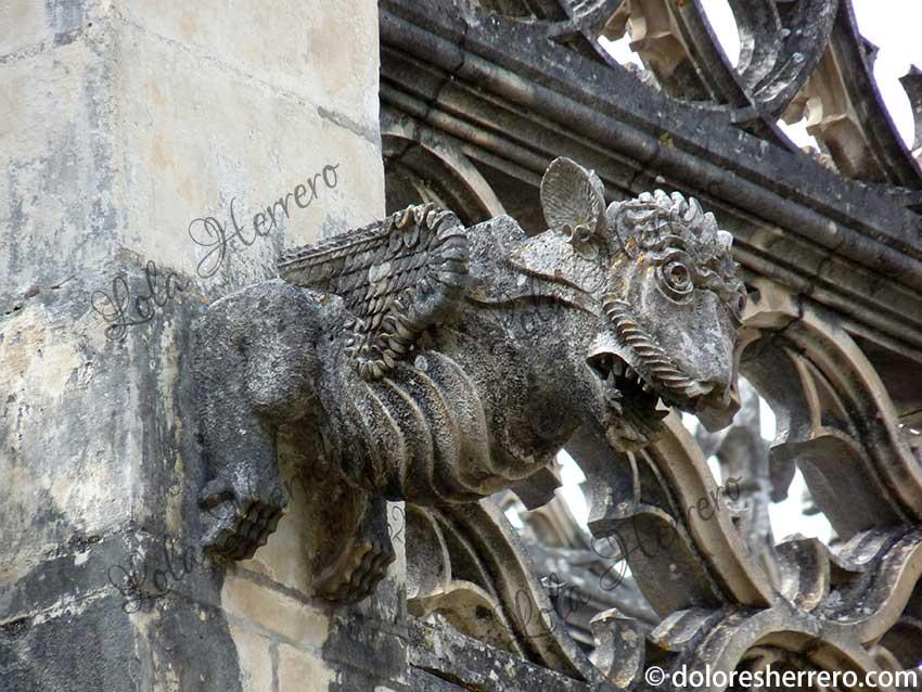 gárgola monasterio gótico