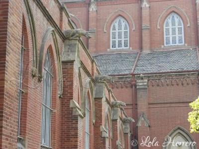 Gárgolas en la Catedral de San Ignacio (Shanghái, China)