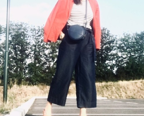 Dolores Wally in Paperbag Culotte Hose und rotem Blazer
