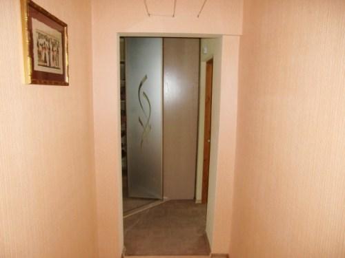 Из коридора в гардеробную