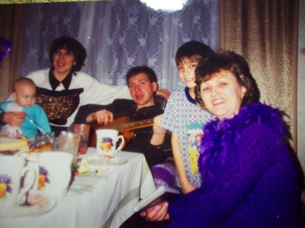 Мы с Серёжей, Артёмом, маленьким Даниилом и кумой Леной