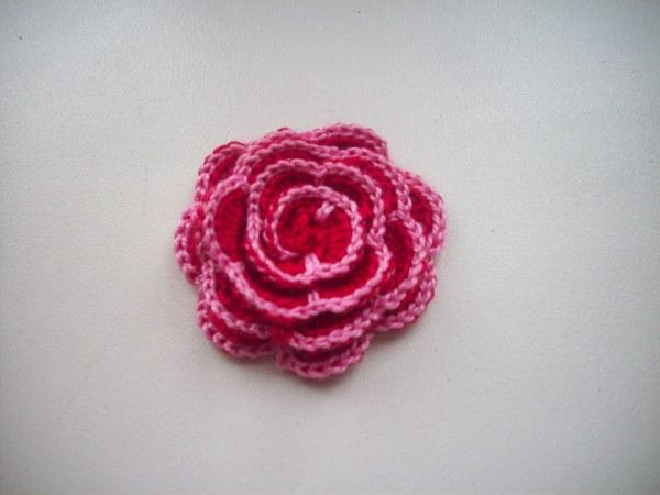 цветок с контрастной отделкой