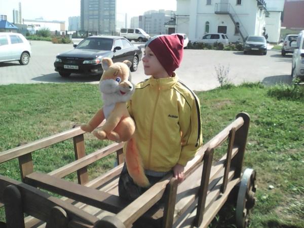 Егор с белкой в телеге