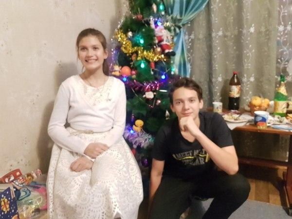 Дядя с племянницей. Разница в 4 года