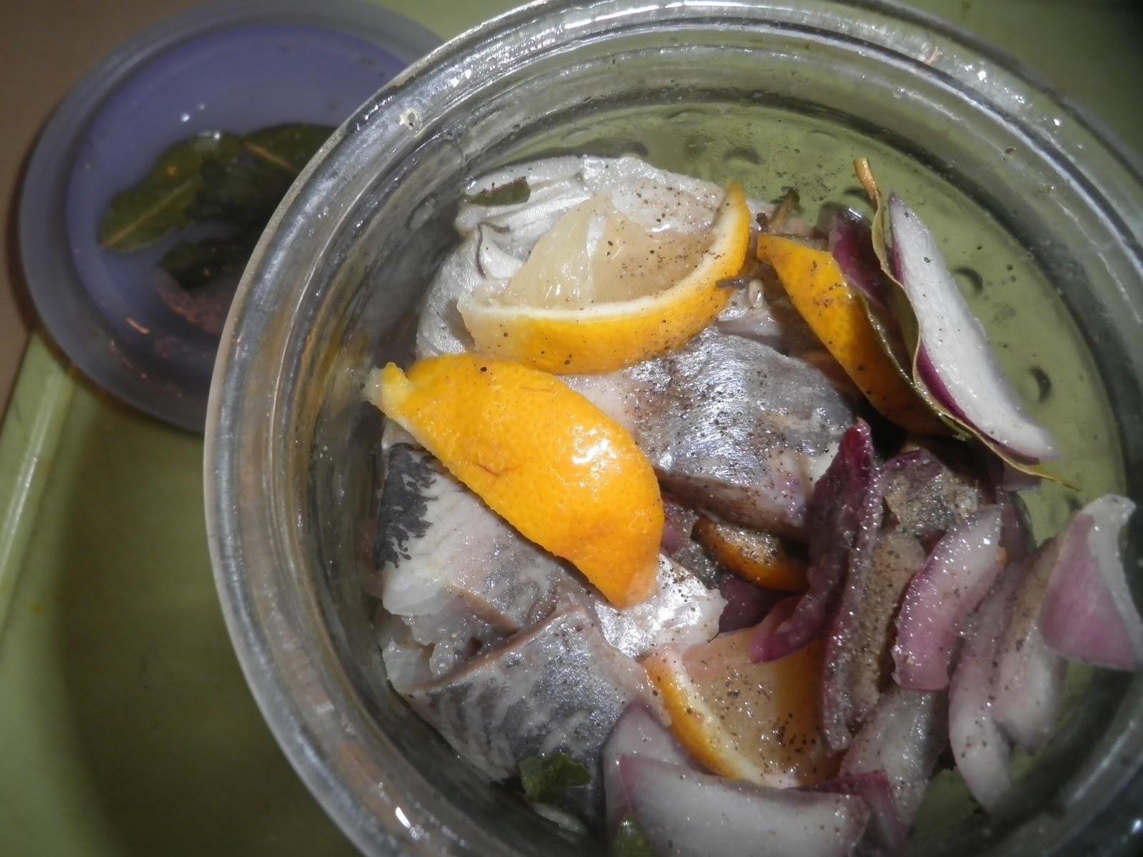 Слабосоленая пряная сельдь с лимоном фото
