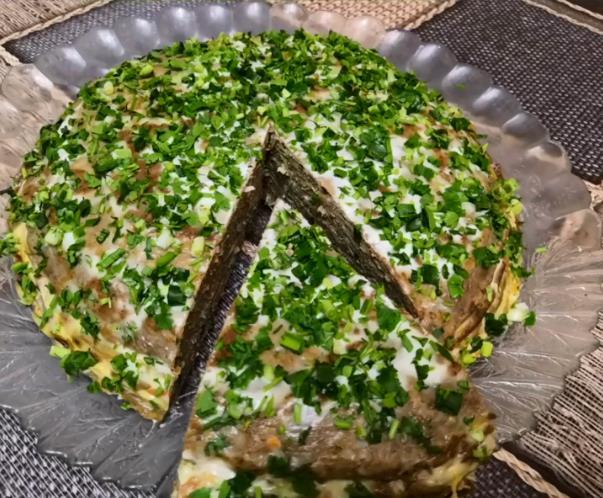 Сарымсақ пен майонезі бар бауыр тортына арналған тез рецепт