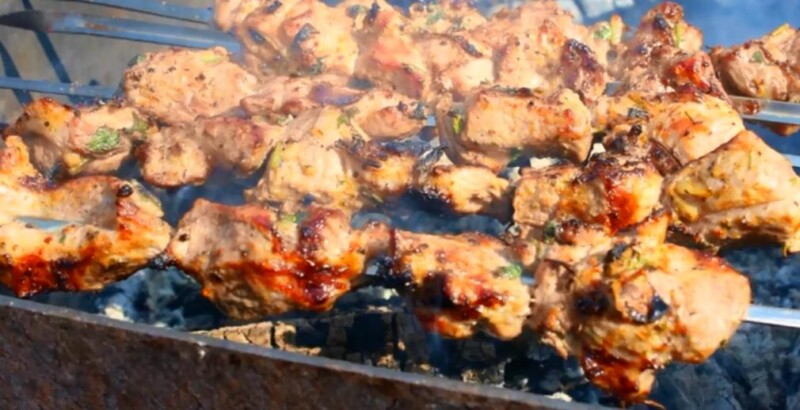 Η πιο νόστιμη συνταγή για ένα χοιρινό κεμπάπ σε 3 ώρες