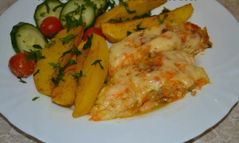 Efter att ha smakat bakad chumlax i ugnen med potatis, tomater, ost kommer alla att bli förvånade. Visst kommer ingen att bli hungrig. Ditt företag kommer att vara i gott humör!