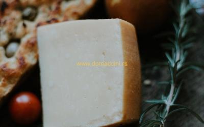 Ekstra tvrdi Čarnok sir, jedinstveni domaći parmezan
