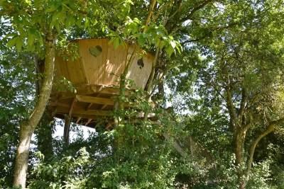 Domaine-des-Vaulx-Cabane-des-Cartes-dormir-dans-les-arbres