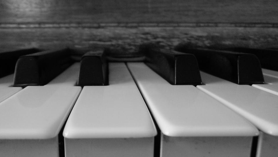Suzanne Richard au piano !