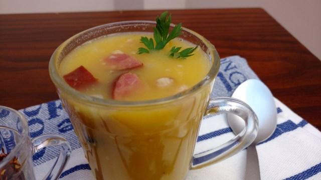 receitas de sopas sopa de mandioca com mandioquinha, calabresa e bacon