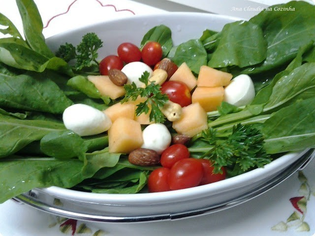 salada de rúcula colorida