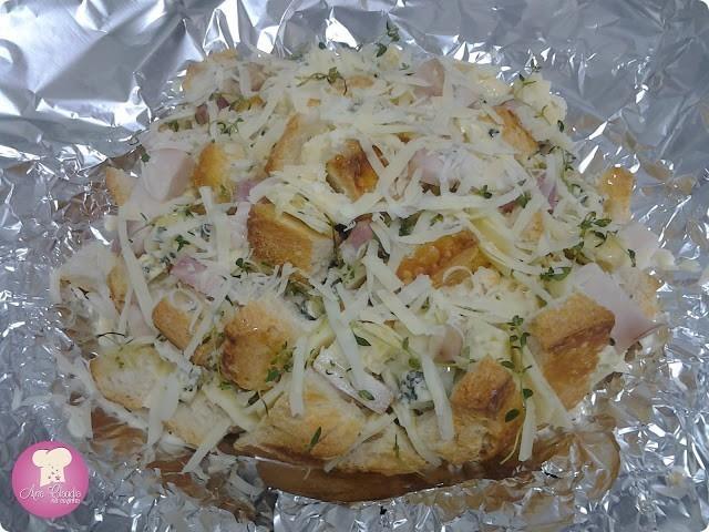 Pão Italiano Recheado com queijos e bacon