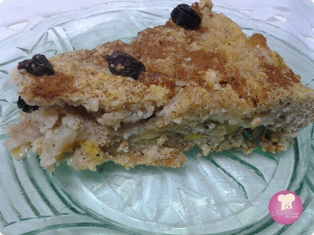 bolo de bananas e maçã e uva passa