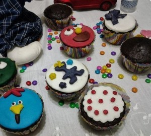 cupcakes divertidos de chocolate