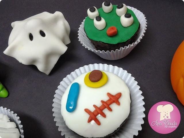 Cupcakes fantasmagóricos de chocolate para o halloween