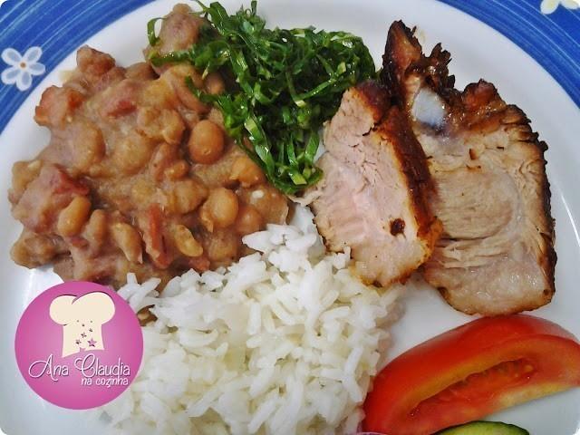 carne de porco assada lentamente na panela