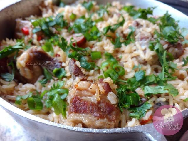 arroz com costelinha de porco e linguiça