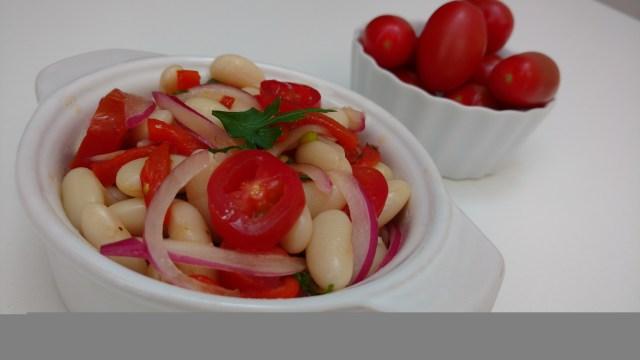receitas fáceis e práticas - salada de feijão branco com pimentão assado