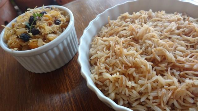 arroz com cabelinho de anjo e refogado de frango, passas e castanha