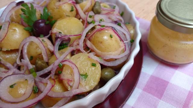 salada de batata com cebola roxa