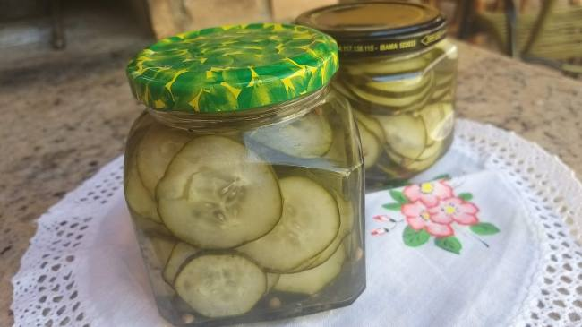 Conserva de pepino feito em casa