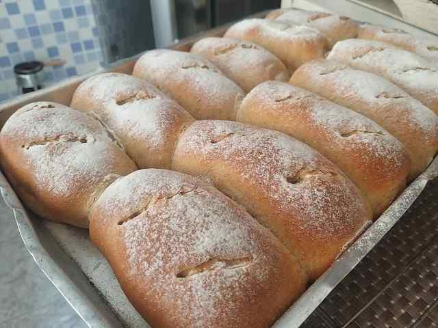 pão integral fofinho com leite, manteiga e ovos